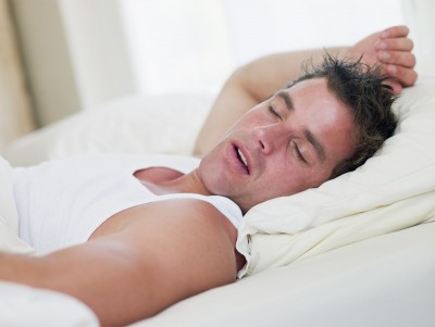 man-sleep-mouth-breathing-nose